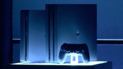 Playstation 4 Pro (Mitte) auf der Präsentation von Sony