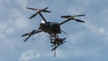 Octocopter: sicher fliegen, wo es sonst verboten ist