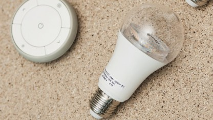 Ikea Tradfri: Steuerungstechnik  steckt im  Leuchtmittel.