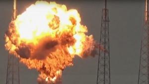 Feuerball der Explosion einer Falcon 9 Raketen bei einem Test zwei Tage vor dem Start