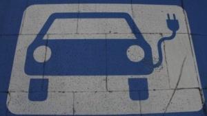 Ladeparkplatz für Elektroautos (Symbolbild): Wo laden Stadtbewohner ihre Autos?