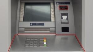 Ein vom BKA gezeigter, manipulierter Geldautomat.