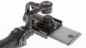 Der Osmo Mobile von DJI mit eingelegtem Smartphone