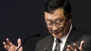 Blackberry-Chef John Chen stoppt die Entwicklung eigener Smartphones.