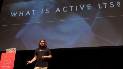 Myles Borins erläutert auf der Viewsourceconf die LTS-Strategie von Node.js.