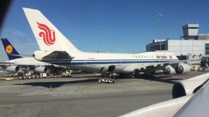 Moderne Flugzeuge, hier ein A380-800 (LH) und eine B747-8i (CA), werden immer mehr zu fliegenden Netzwerken.