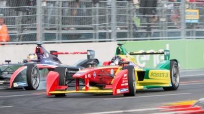 Elektrorenner von Abt Schaeffler Audi Sport (rechts, beim Berlin E-Prix 2016): Der Einstieg in die Formel E passt zu Audis Elektro-Strategie.