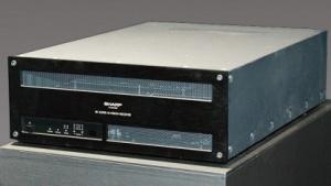 Sharps 8K-Receiver sieht hier noch vergleichsweise klein aus.