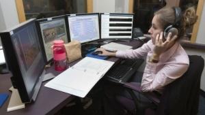 Zwei oder mehr Bildschirme sind an vielen Arbeitsplätzen üblich.