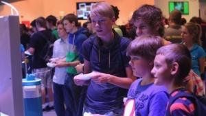 Computerspielende Kinder auf der Gamescom 2013