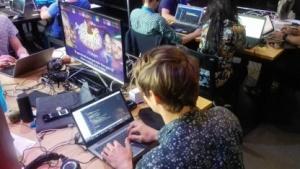 Jugendliche bei einem IT-Wettbewerb von Liberty Global in Amsterdam