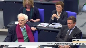 Die Grünen-Abgeordneten Ströbele (l.) und Notz sehen die BND-Reform skeptisch.