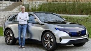 Daimler-Chef Dieter Zetsche vor dem Generation EQ SUV