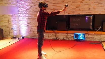 Das Düsseldorfer Holocafé bietet Abenteuer in VR-Welten.