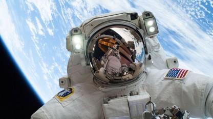Astronaut beim Außeneinsatz auf der ISS: sechs Tage im Raumanzug