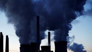 Milliarden Gigajoule an Prozesswärme entschwinden jährlich durch Schornsteine oder über Kühlwasser.