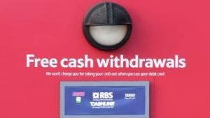 Ein Geldautomat von Tesco