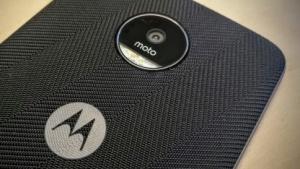 Das Moto-Logo auf einem Lenovo Moto Z