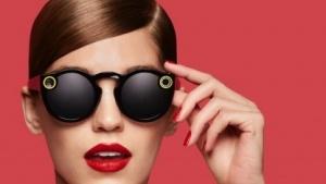 Die Kamerabrille Spectacles nimmt kurze Videos auf.