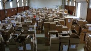 Das LKA hat Lagerhallen voll illegaler Tonträger sichergestellt.
