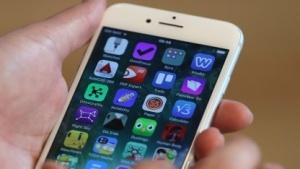 Nutzer beklagen Akkuprobleme bei allen iPhones.