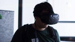 Bei VR-Brillen stören immer noch die Kabel.