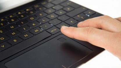 Asus Zenbook 3 bietet einen Fingerabdruckleser im Touchpad.