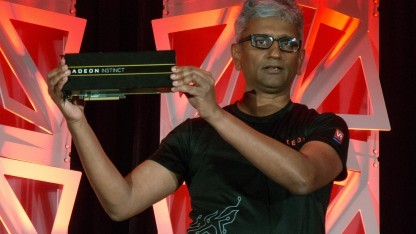 Raja Koduri mit Radeon Instinct MI25
