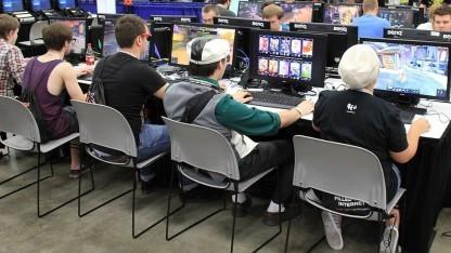 Süchtig nach Onlinespielen? Die Zahlen dazu sind widersprüchlich und die Diagnosekriterien bisher nur vorläufig.