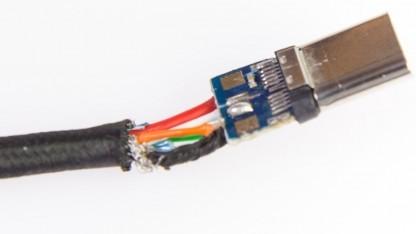 Wir haben ungewollt ein USB-2.0-Kabel mit C-Steckern geliefert bekommen.