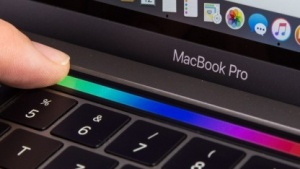 Das Macbook Pro hat im neuen Modell eine Touch Bar.