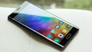 Das Xiaomi Mi Note 2 mit abgerundeten Display-Rändern