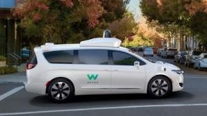 Selbstfahrender Chrysler Pacifica: Sensoreinheiten auf dem Dach