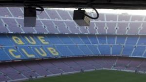 Zwei der 38 Kameras im Camp Nou.