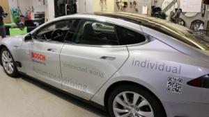 Bosch testet in den USA das autonome Fahren mit einem Tesla Model S.