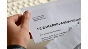 Der (hier symbolische) Abmahnbrief ist für Kanzleien lukrativ.