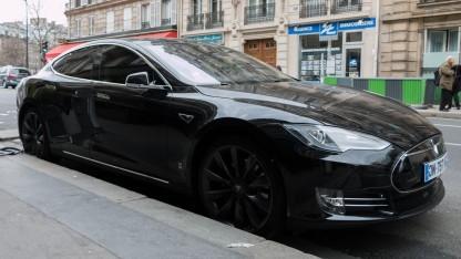 Tesla Model S (Symbolbild): Vertrauen aufbauen durch mehrere hundert Millionen Meilen auf der Straße