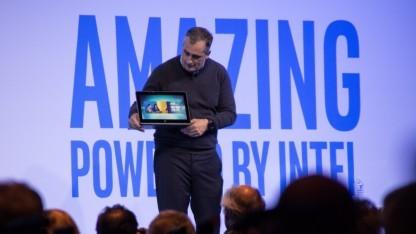 Intel-CEO Brian Krzanich zeigt Cannonlake.