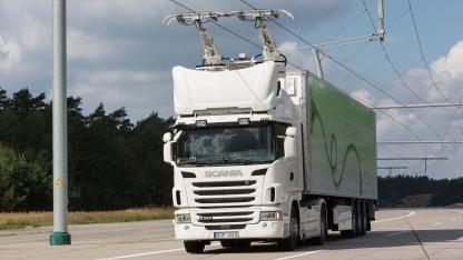 Elektro-Lkw auf E-Highway-Teststrecke: Autobahnteststrecken sollen Ende 2018 fertig sein.