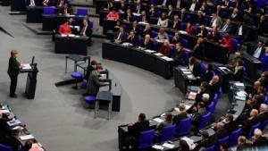 Auch Bundeskanzlerin Merkel warnte im Bundestag bereits vor den Gefahren des Internet.