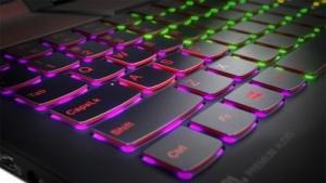 Die Tastatur des Lenovo Legion Y720 ist ein Hingucker.