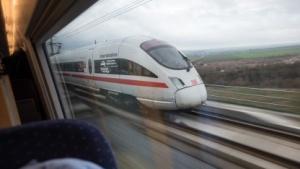 ICE der Deutschen Bahn: Die Züge fahren.