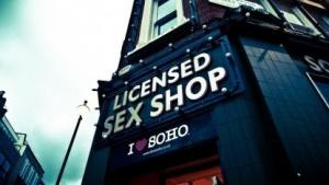 Die Regeln für Offline-Pornos sollen in UK auch online gelten, die Umsetzung bereitet aber Probleme.