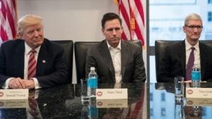 Donald Trump bei seinem Treffen mit Firmenchefs des Silicon Valley, darunter Peter Thiel und Tim Cook