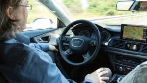 Hochautomatisiertes Fahren bringt neue Datenschutzprobleme mit sich.
