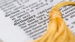 Wörterbuch (Symbolbild): englische Abfrage, englische Ergebnisse