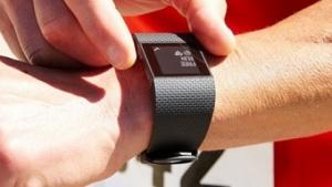 Das Spitzenmodell Fitbit Surge kam Ende 2014 auf den Markt.
