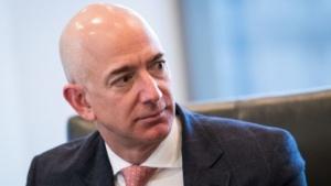 Amazon-Chef Jeff Bezos bei einem Treffen mit dem designierten US-Präsidenten Donald Trump im Dezember 2016