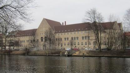 Gebäude des Berliner Landgerichts in Charlottenburg (Symbolbild): Wie viel Umsatz macht Google in Deutschland?