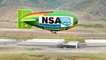 Ein Zeppelin weist auf NSA-Spionage hin.